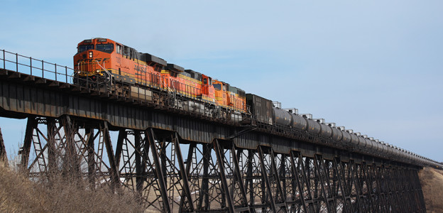 A Bakken crude oil unit train operating on BNSF's mainline. Photo courtesy of BNSF Railway.